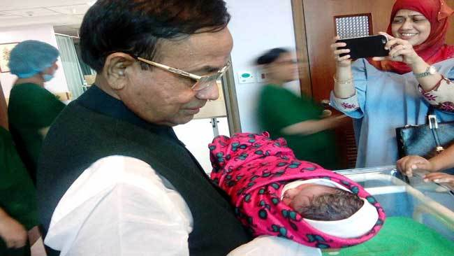 Railway-minister-becomes-father-of-baby-girl
